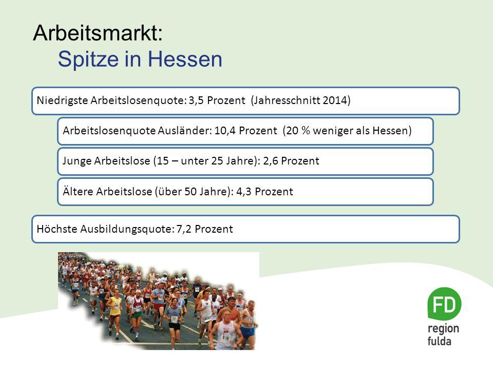 """Beschäftigungsverhältnisse: 85.930 Sozialversicherungspflichtig """"Einpendlerregion : 20.342 Einpendler – 14.727 Auspendler  5615 Überschuss Aber: Akademikeranteil: 6,0 Prozent (2009 = Rang 20 von 26 in Hessen) Ingenieursanteil: 1,4 Prozent: (2009 = Rang 24 von 26 in Hessen) Arbeitsmarkt: Spitze in Hessen"""