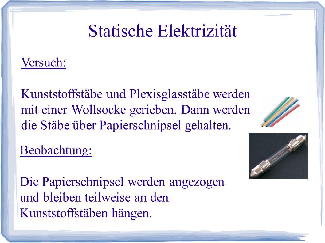 Statische Elektrizität Versuch: Kunststoffstäbe und Plexiglasstäbe werden mit einer Wollsocke gerieben.