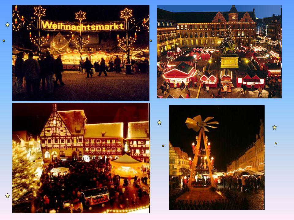 Nikolaus Am Abend auf den 5.Dezember geben die Kinder Schuhe vor das Haus aus.