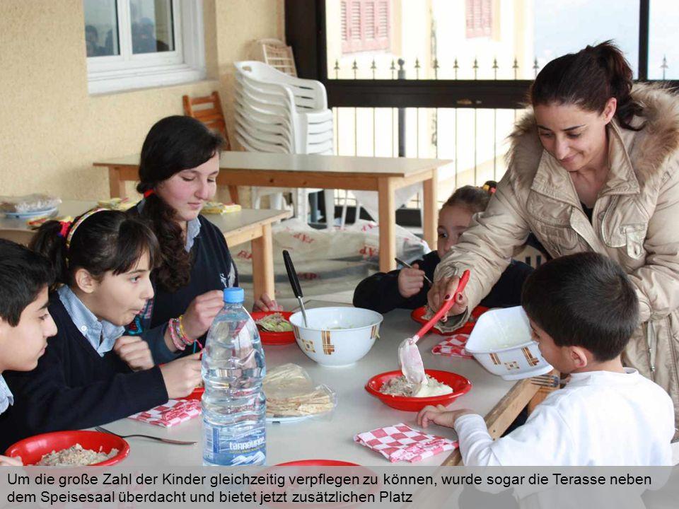 Jeden Nachmittag erhalten alle syrischen Flüchtlingskinder dank der finanziellen Unterstützung durch die Caritas schulischen Nachhilfe-Unterricht in Kleingruppen