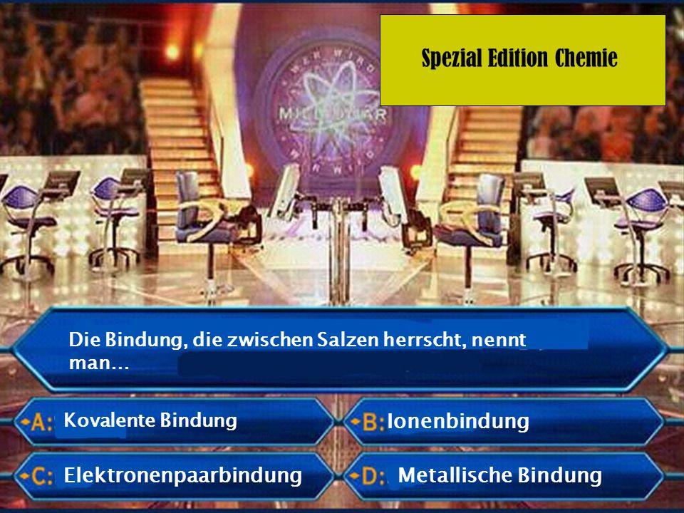 Spezial Edition Chemie Ein Salzkristall besteht aus regelmäßig angeordneten… Protonen und Anionen Kationen und Elektronen Protonen und Elektronen Kationen und Anionen