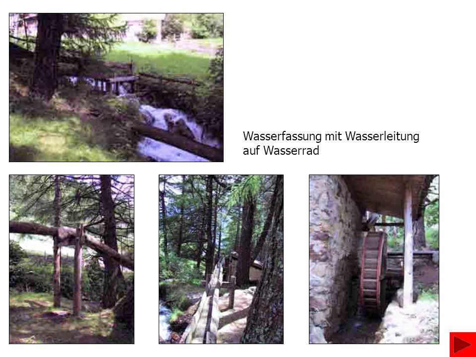 Mühlenstein mit Einfülltrichter Das Kammrad überträgt die Kraft auf den Mühlstein