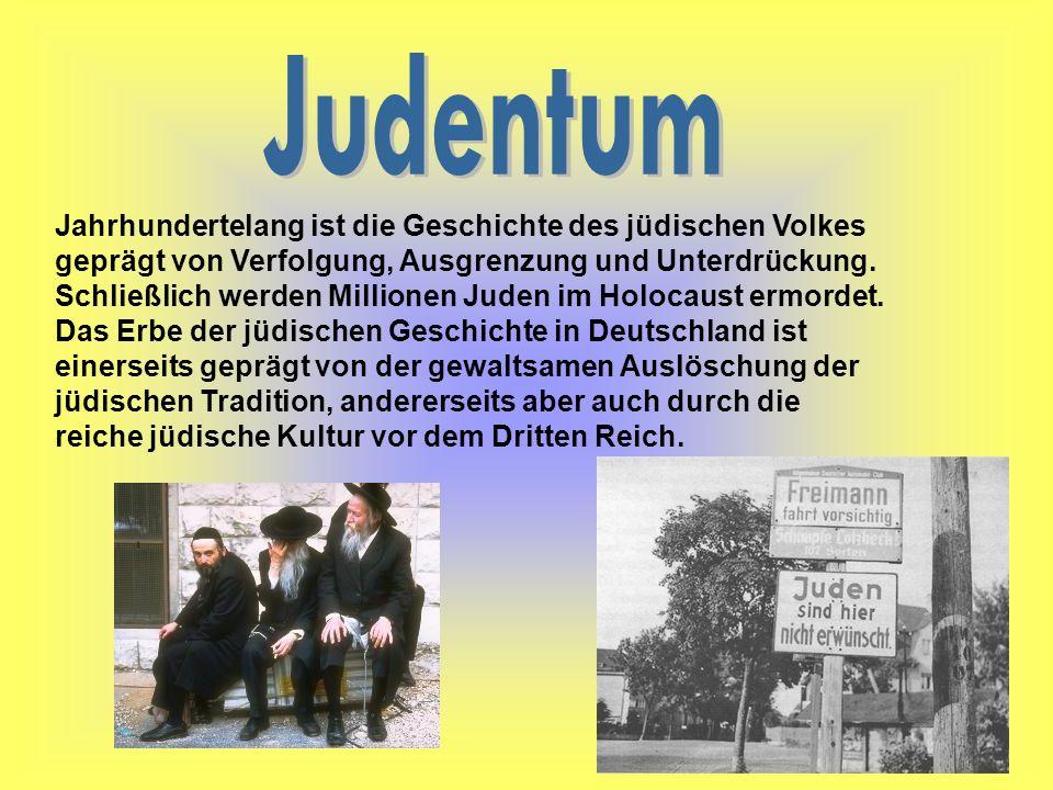 Die jüdische Heilige Schrift, der Tanach, besteht aus drei Büchern: Thora (hebräisch: Weisung), Nebi im (Propheten) und Ketubim (Schriften).