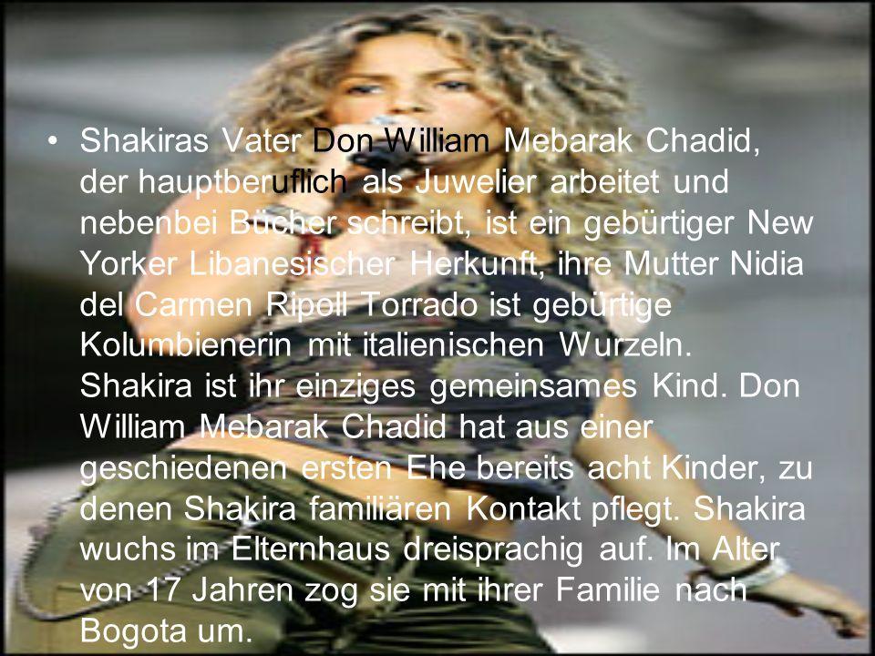 Entdeckt wurde Shakira als 13-jährige, als sie in einem Hotel ihrer Heimatstadt einem Sony- Manager eigene Songs, aber auch Material Girl und La Isla Bonita vonMadonna, vorsang.