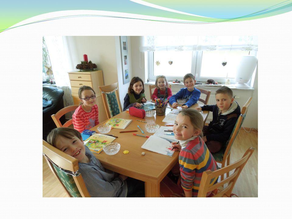 Die Gruppen werden von einem oder zwei Elternteilen aus dem Jahrgang begleitet.