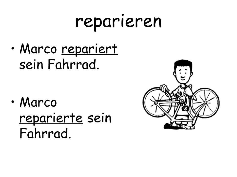 reparieren Marco repariert sein Fahrrad.