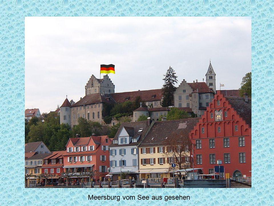 Meersburg vom See aus gesehen