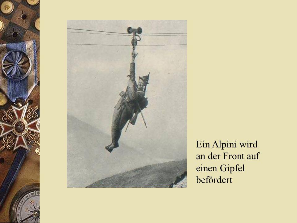 Ein Alpini wird an der Front auf einen Gipfel befördert