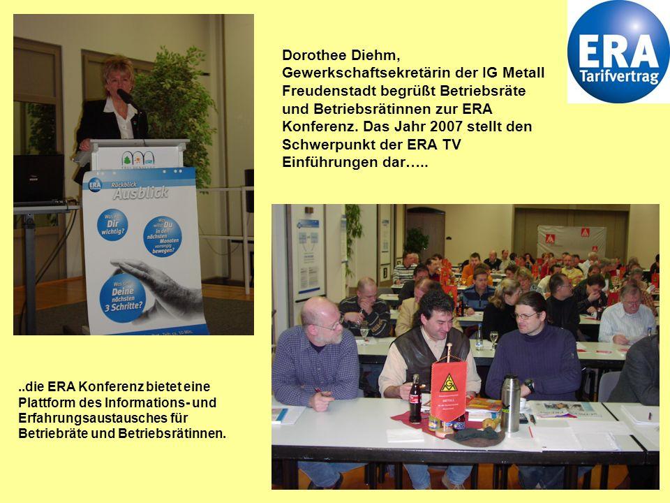 Dorothee Diehm, Gewerkschaftsekretärin der IG Metall Freudenstadt begrüßt Betriebsräte und Betriebsrätinnen zur ERA Konferenz. Das Jahr 2007 stellt den Schwerpunkt der ERA TV Einführungen dar…..