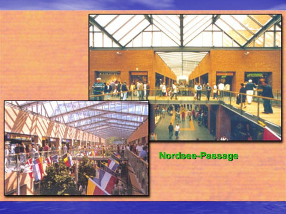 Die Faszination des Bauwerks wurde durch die großflächige Verwendung von Glas in Verbindung mit dem für den Norden Deutschlands typischen Backstein erreicht. Die attraktive Glas-Dachkonstruktion ermöglicht Erlebniseinkauf und Bummeln in Licht durchfluteten Passagen, das Miterleben von Tages- und Jahreszeiten auch innerhalb der Nordsee-Passage.