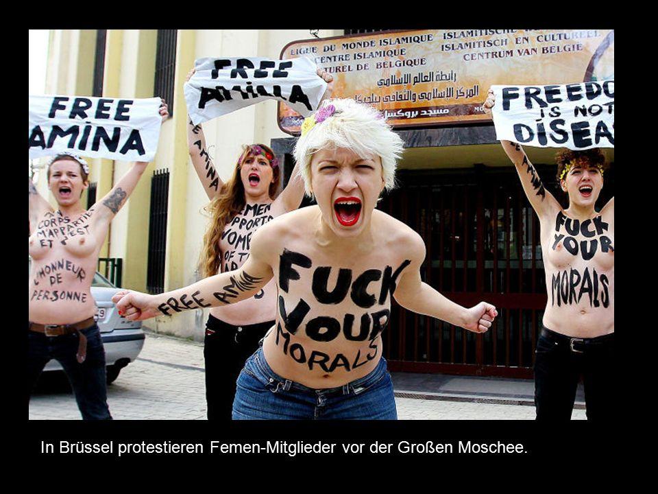 In Brüssel protestieren Femen-Mitglieder vor der Großen Moschee.