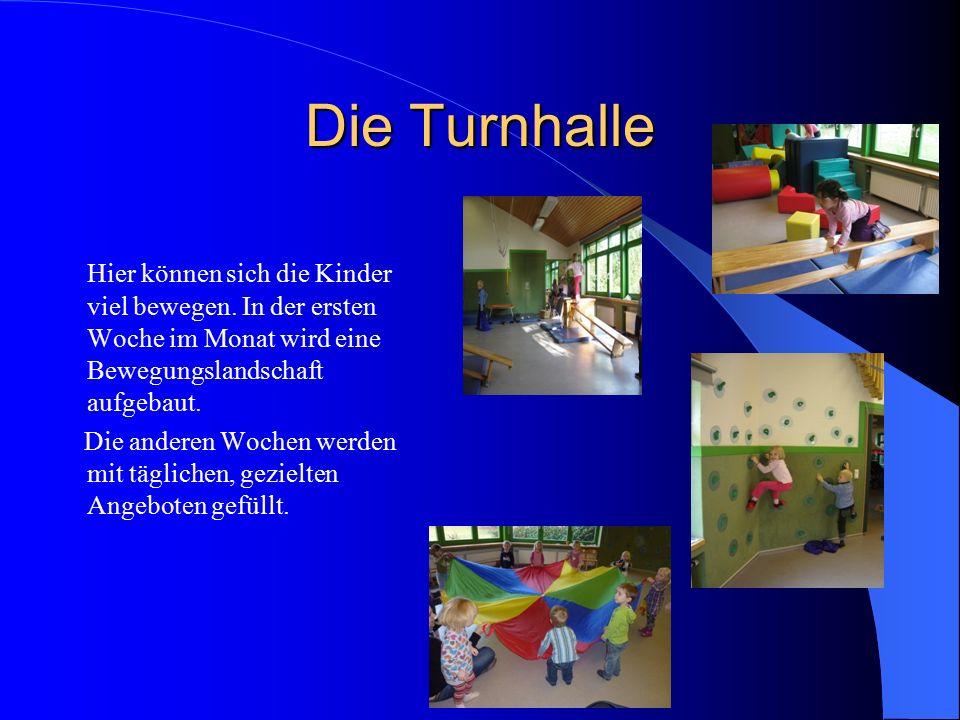 Die Turnhalle Hier können sich die Kinder viel bewegen. In der ersten Woche im Monat wird eine Bewegungslandschaft aufgebaut.