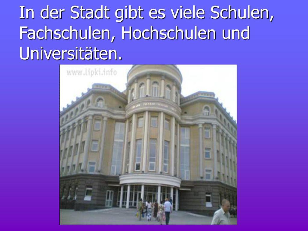 In der Stadt gibt es viele Schulen, Fachschulen, Hochschulen und Universitäten.