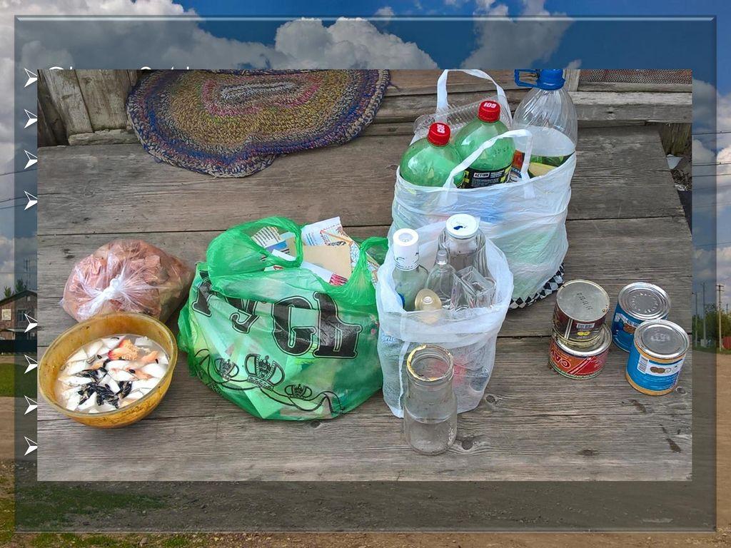 Glas - 2,4 kg Papier, Pappe – 1,2 kg. Plastik – 0,7 kg. Lebensmittelabfälle – 3,9 kg. Glas – 62,4 kg.
