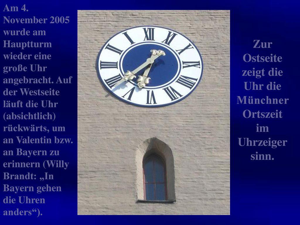 Zur Ostseite zeigt die Uhr die Münchner Ortszeit im Uhrzeigersinn.