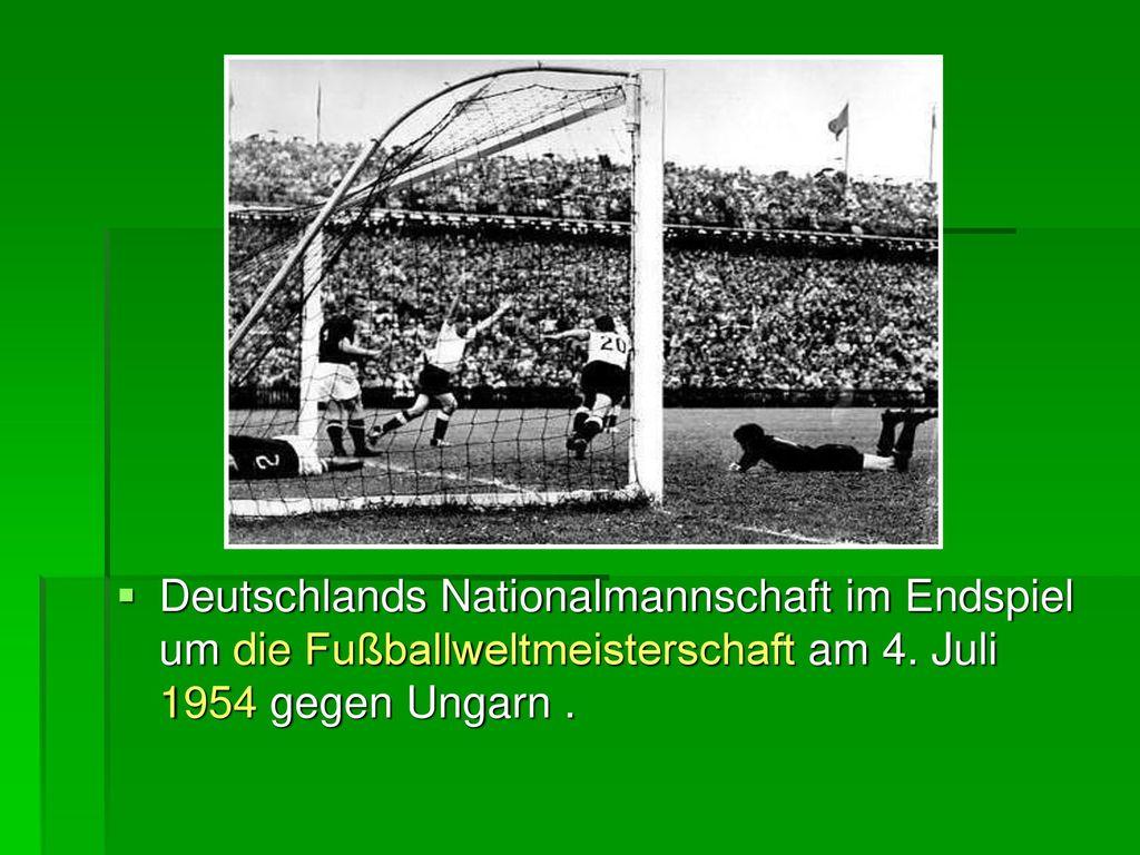 Deutschlands Nationalmannschaft im Endspiel um die Fußballweltmeisterschaft am 4.