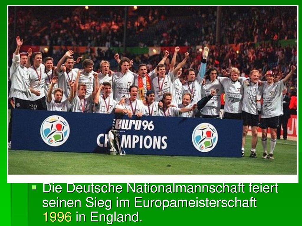 Die Deutsche Nationalmannschaft feiert seinen Sieg im Europameisterschaft 1996 in England.