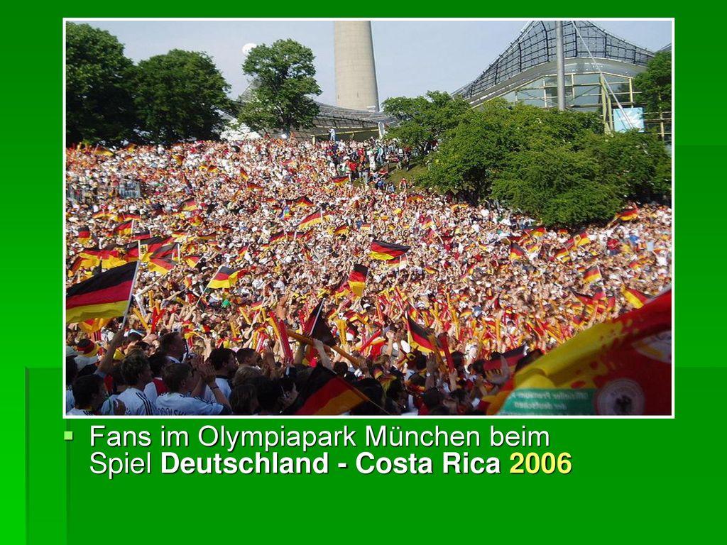 Fans im Olympiapark München beim Spiel Deutschland - Costa Rica 2006