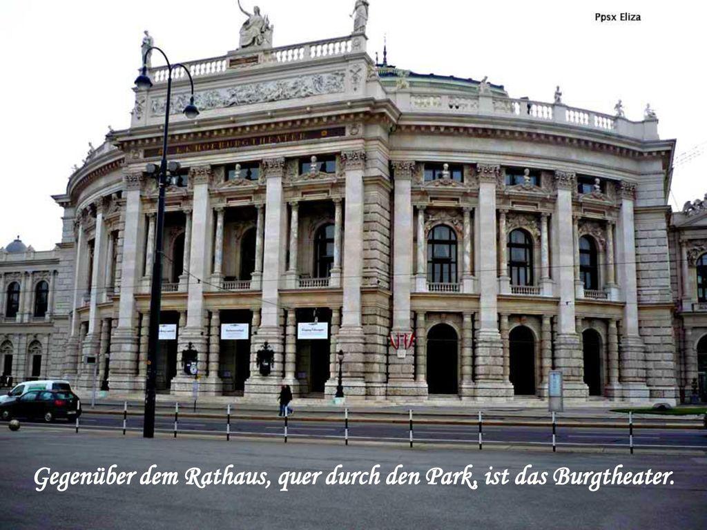 Gegenüber dem Rathaus, quer durch den Park, ist das Burgtheater.