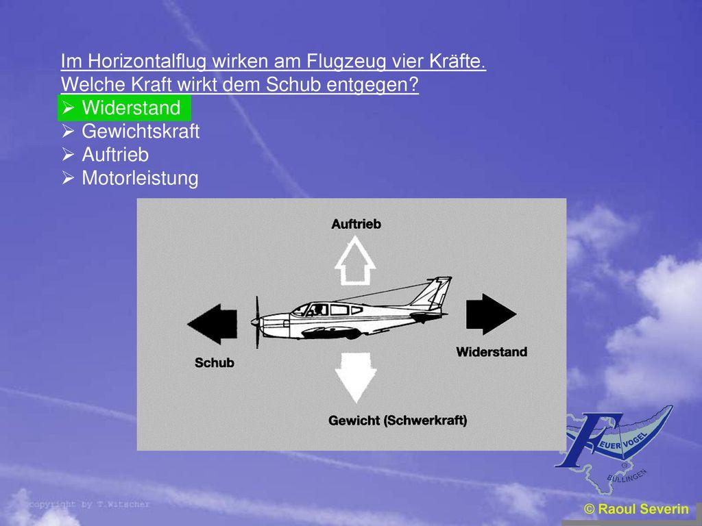 Im Horizontalflug wirken am Flugzeug vier Kräfte.