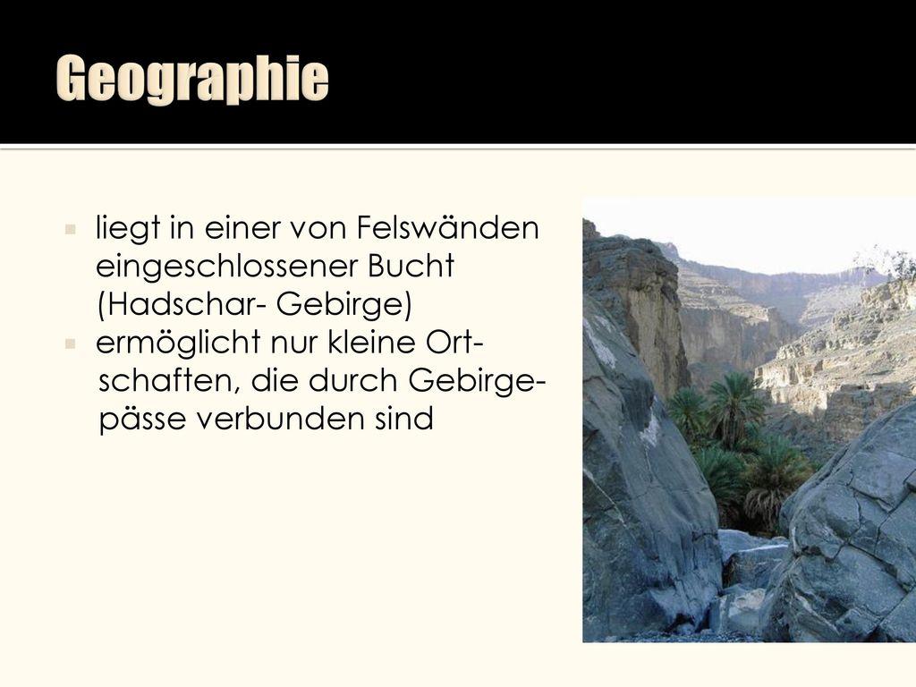 Geographie liegt in einer von Felswänden eingeschlossener Bucht (Hadschar- Gebirge) ermöglicht nur kleine Ort-