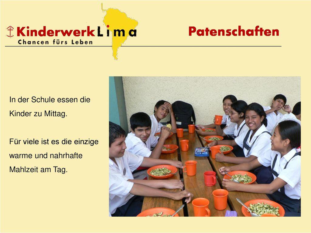 In der Schule essen die Kinder zu Mittag