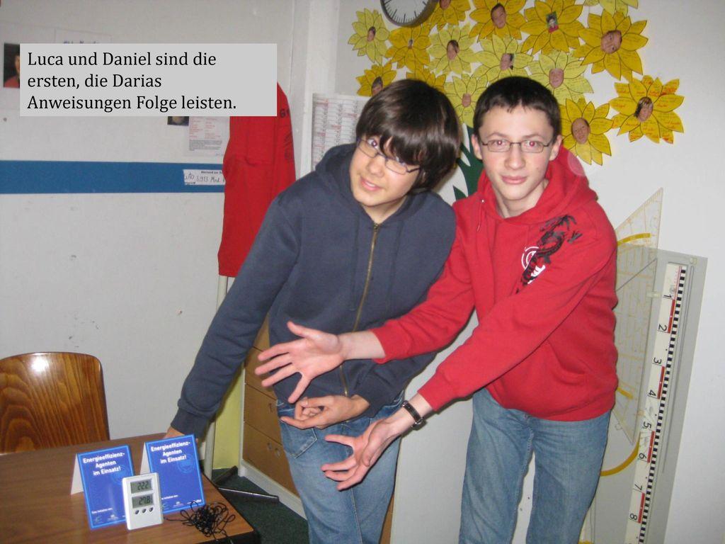 Luca und Daniel sind die ersten, die Darias Anweisungen Folge leisten.