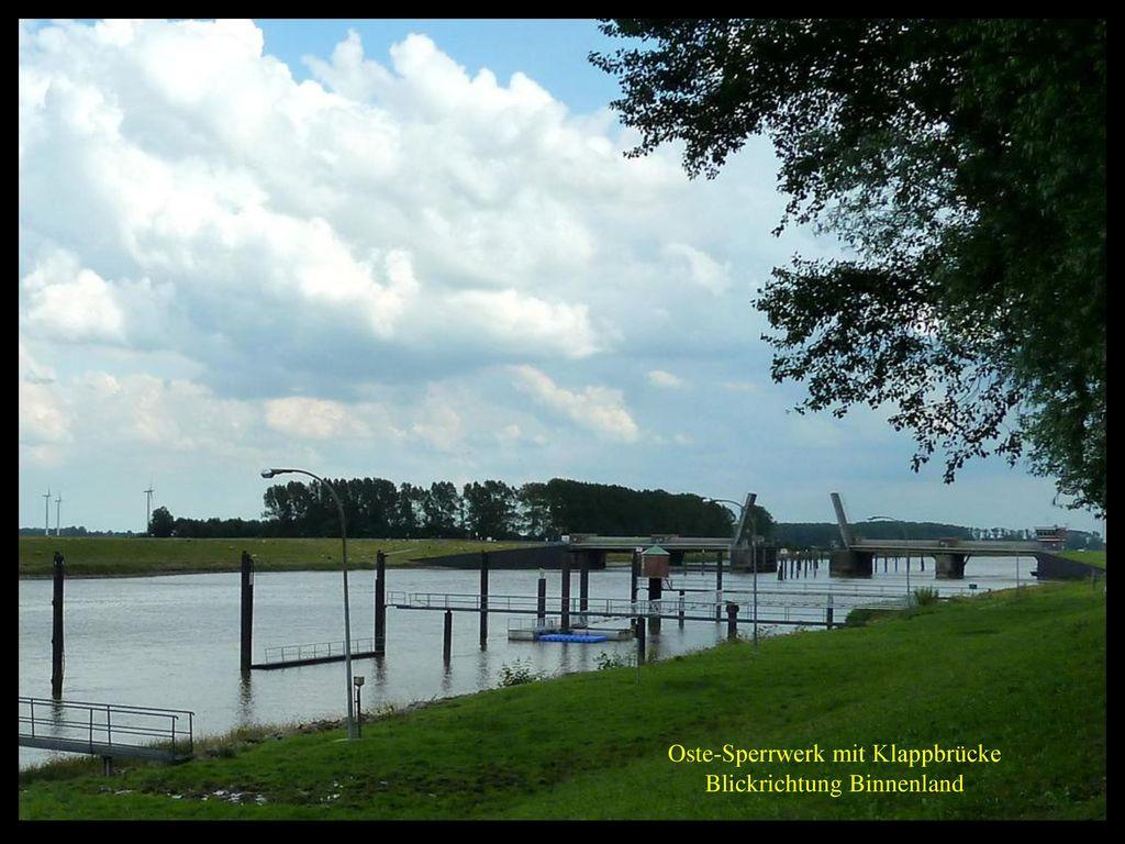 Oste-Sperrwerk mit Klappbrücke Blickrichtung Binnenland