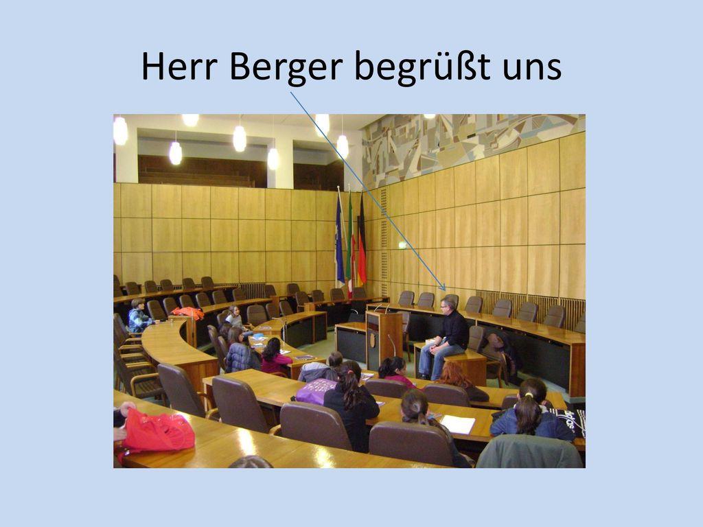 Herr Berger begrüßt uns