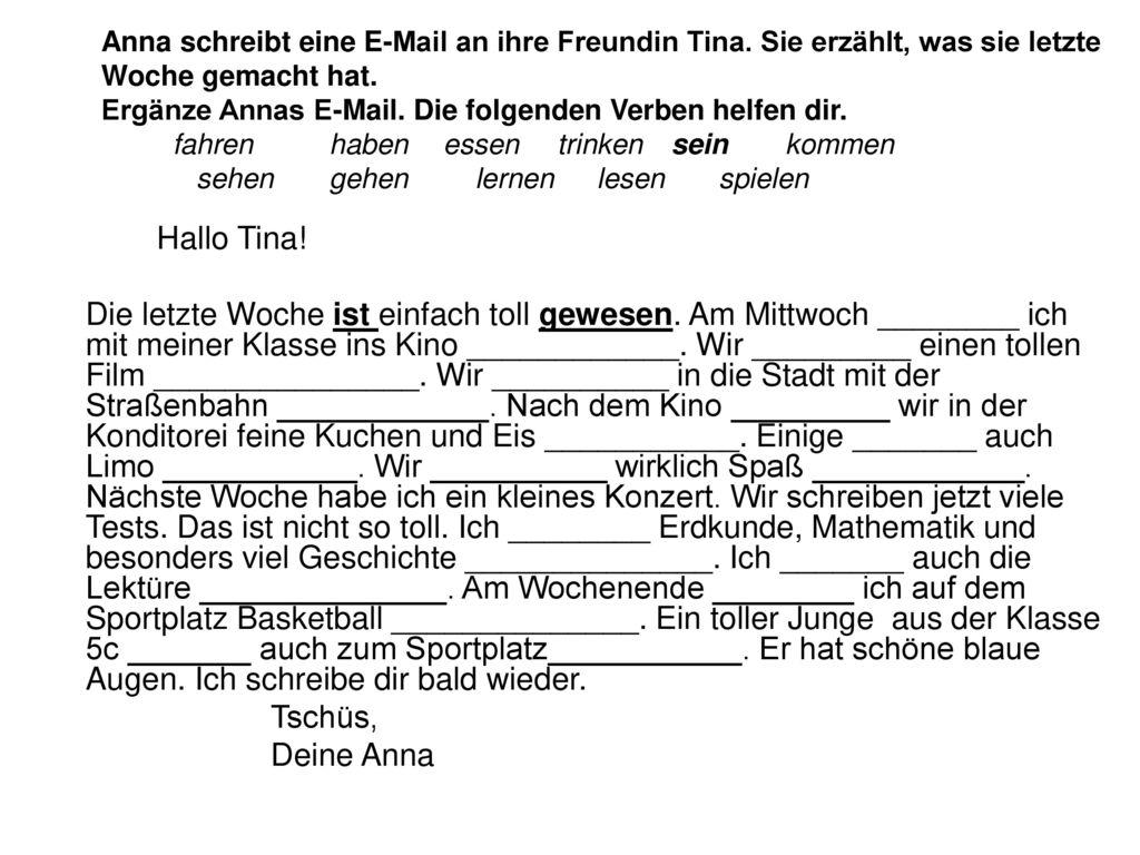 Anna schreibt eine E-Mail an ihre Freundin Tina
