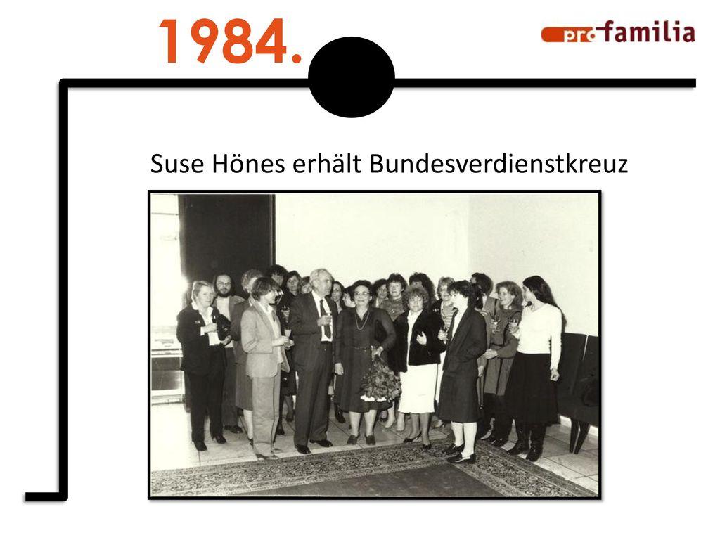1984. Suse Hönes erhält Bundesverdienstkreuz