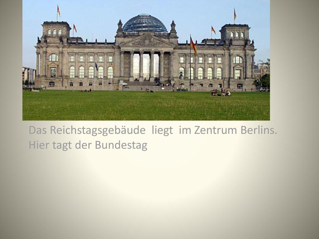 Das Reichstagsgebäude liegt im Zentrum Berlins. Hier tagt der Bundestag