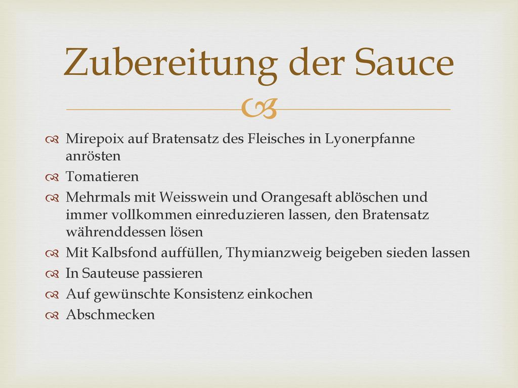 Zubereitung der Sauce Mirepoix auf Bratensatz des Fleisches in Lyonerpfanne anrösten. Tomatieren.