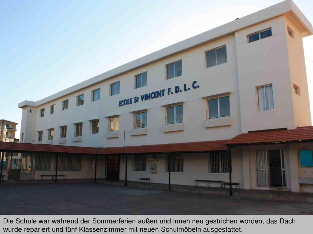 Die Schule war während der Sommerferien außen und innen neu gestrichen worden, das Dach wurde repariert und fünf Klassenzimmer mit neuen Schulmöbeln ausgestattet.