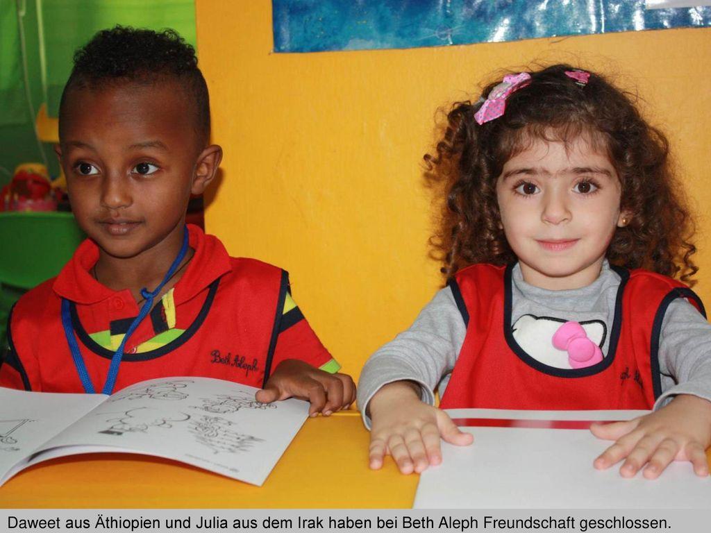 Daweet aus Äthiopien und Julia aus dem Irak haben bei Beth Aleph Freundschaft geschlossen.