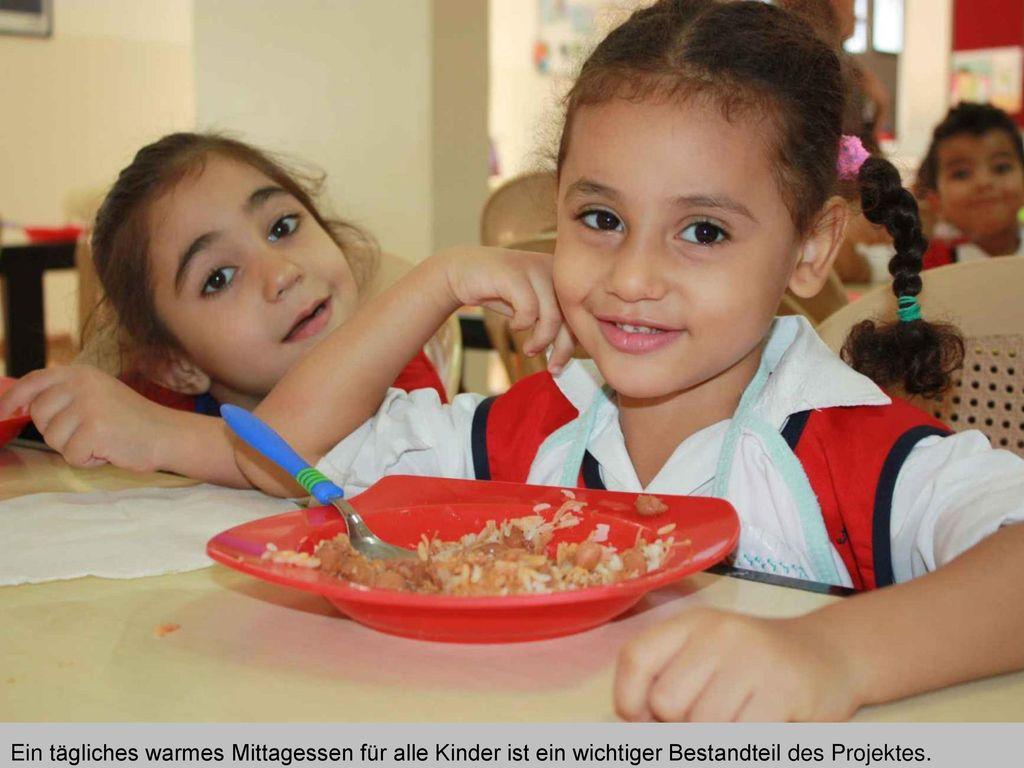 Ein tägliches warmes Mittagessen für alle Kinder ist ein wichtiger Bestandteil des Projektes.