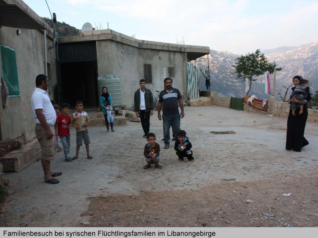 Familienbesuch bei syrischen Flüchtlingsfamilien im Libanongebirge
