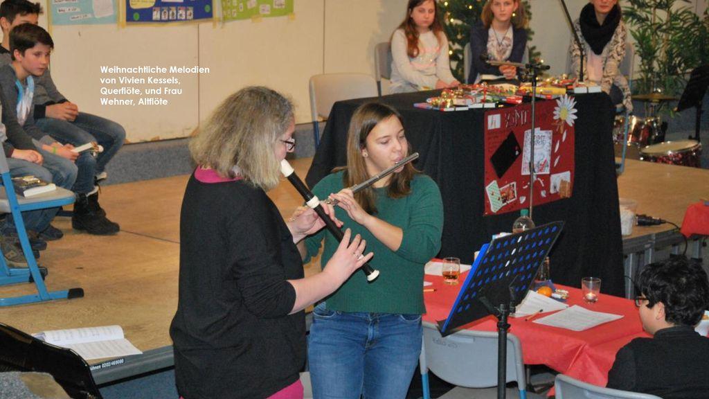 Weihnachtliche Melodien von Vivien Kessels, Querflöte, und Frau Wehner, Altflöte