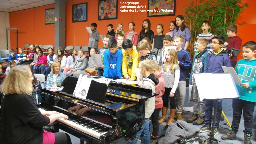 Chorgruppe Jahrgangsstufe 5 unter der Leitung von Frau Wehner