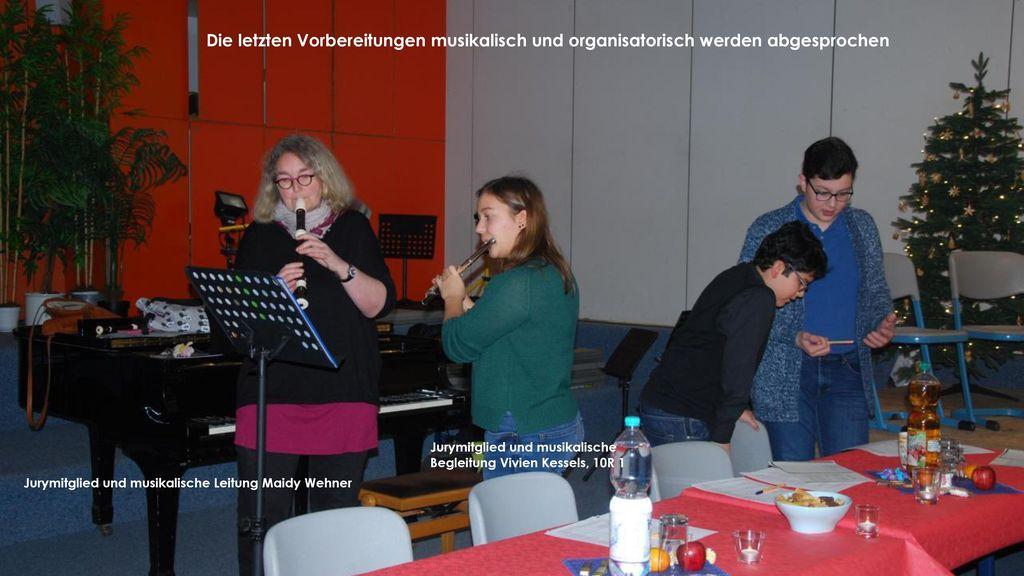 Die letzten Vorbereitungen musikalisch und organisatorisch werden abgesprochen