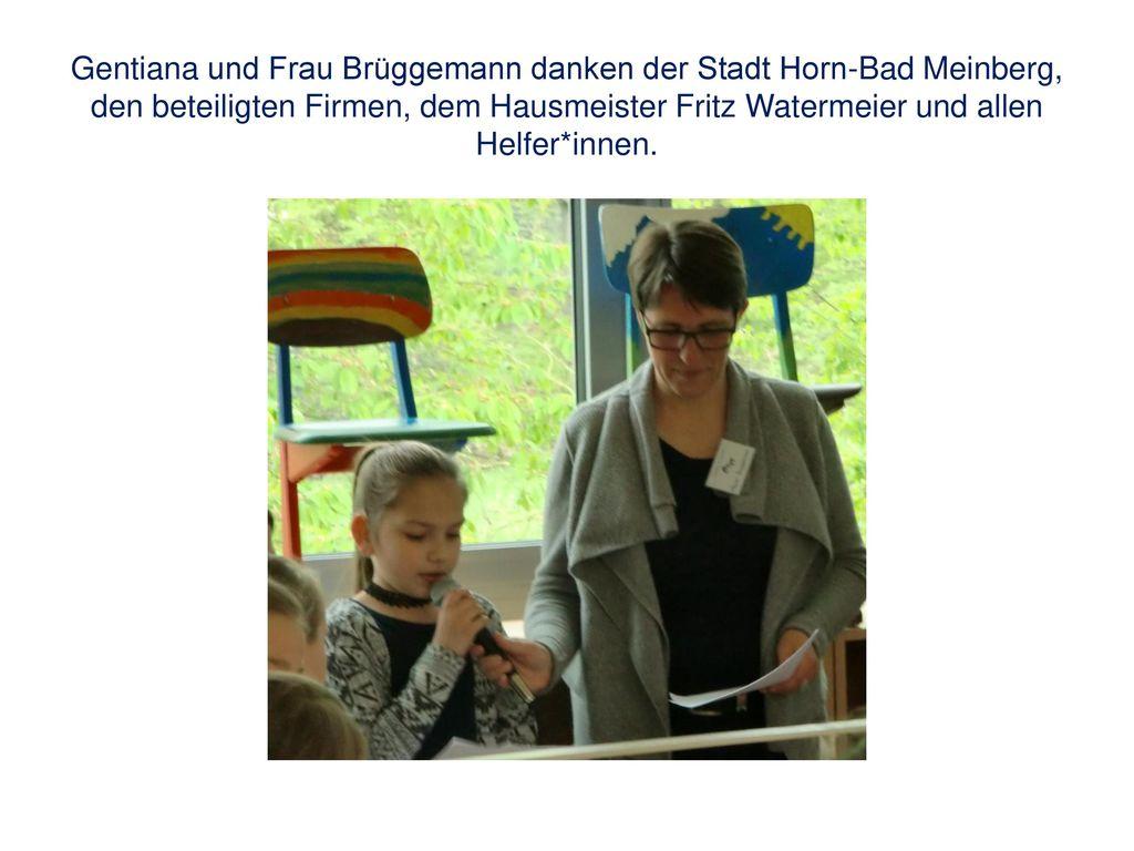 Gentiana und Frau Brüggemann danken der Stadt Horn-Bad Meinberg, den beteiligten Firmen, dem Hausmeister Fritz Watermeier und allen Helfer*innen.