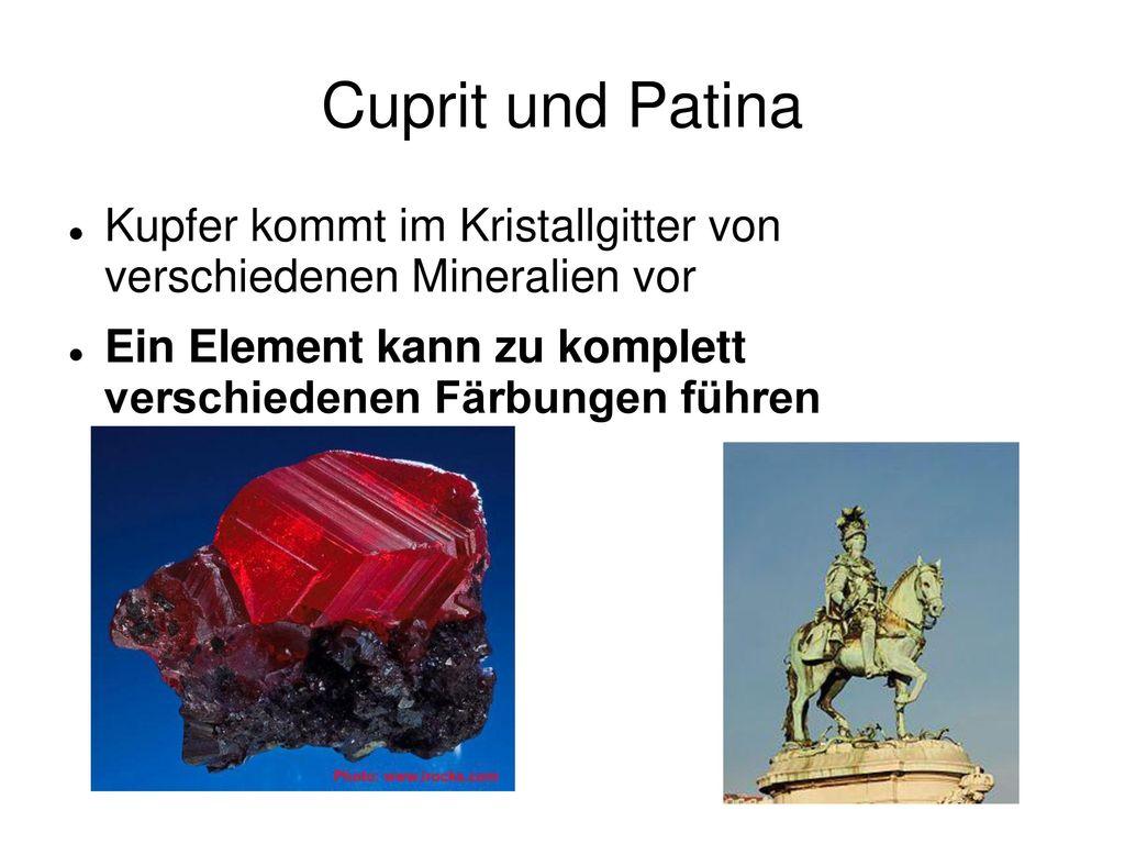 Cuprit und Patina Kupfer kommt im Kristallgitter von verschiedenen Mineralien vor.