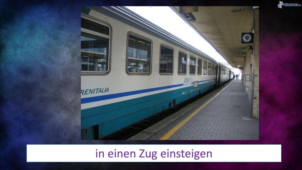 in einen Zug einsteigen