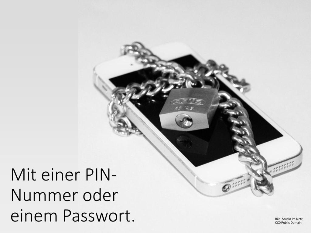 Mit einer PIN-Nummer oder einem Passwort.
