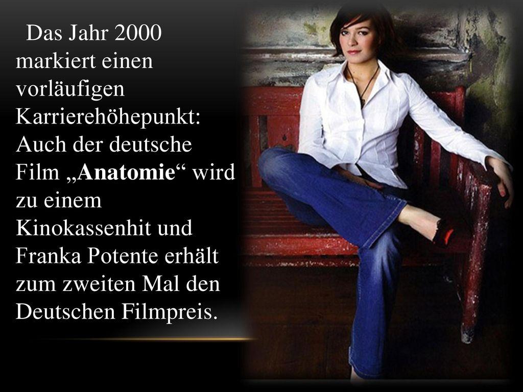 """Das Jahr 2000 markiert einen vorläufigen Karrierehöhepunkt: Auch der deutsche Film """"Anatomie wird zu einem Kinokassenhit und Franka Potente erhält zum zweiten Mal den Deutschen Filmpreis."""