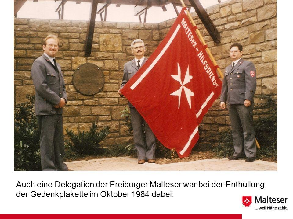 Auch eine Delegation der Freiburger Malteser war bei der Enthüllung der Gedenkplakette im Oktober 1984 dabei.