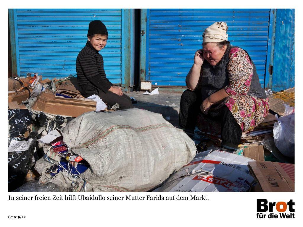 In seiner freien Zeit hilft Ubaidullo seiner Mutter Farida auf dem Markt.