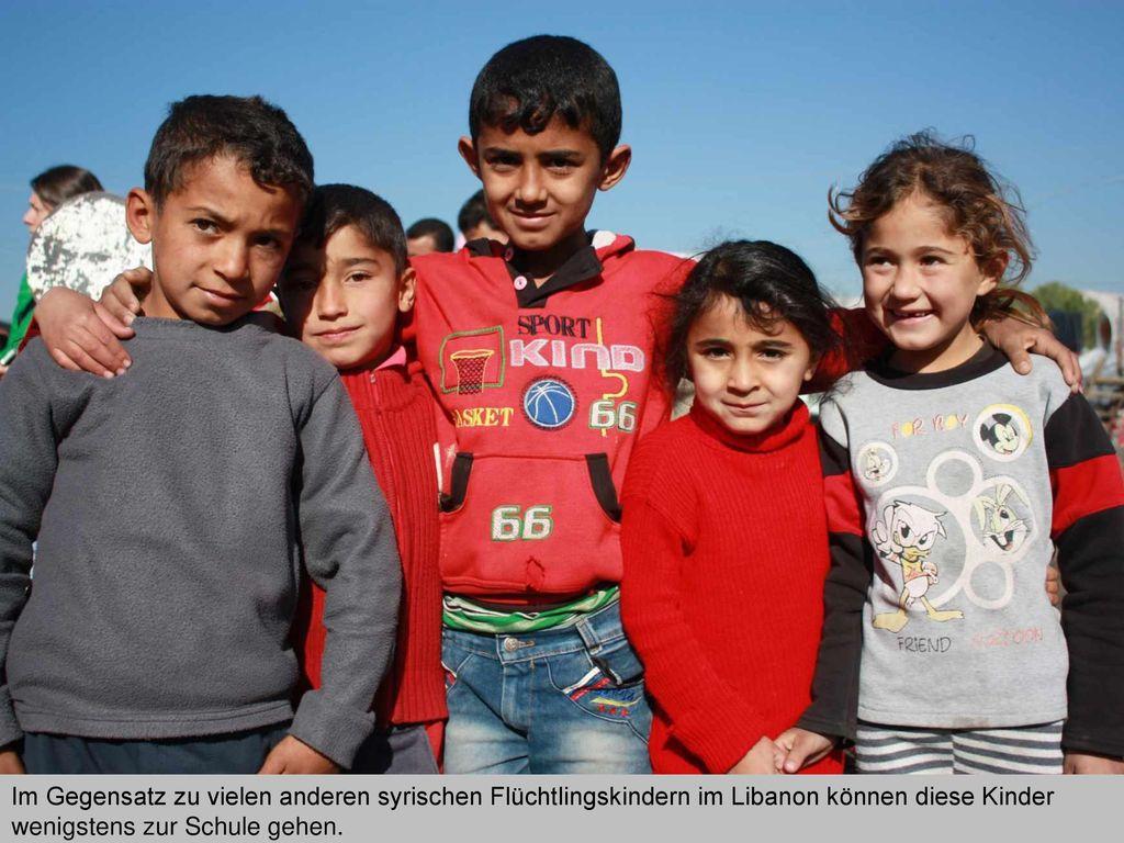 Im Gegensatz zu vielen anderen syrischen Flüchtlingskindern im Libanon können diese Kinder wenigstens zur Schule gehen.