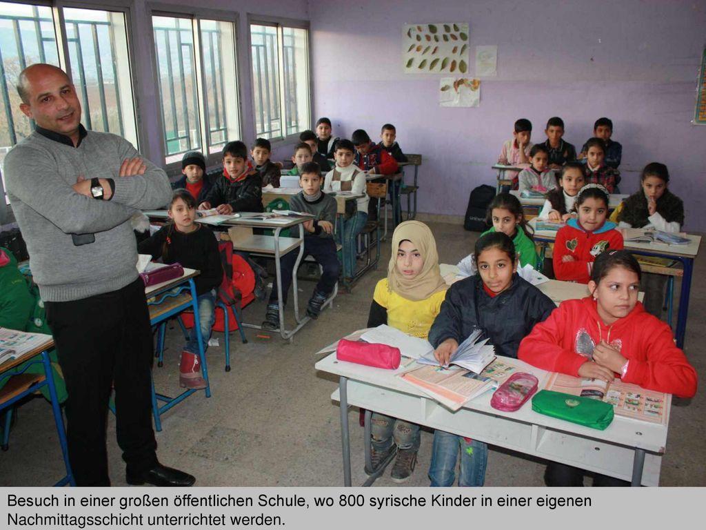 Besuch in einer großen öffentlichen Schule, wo 800 syrische Kinder in einer eigenen Nachmittagsschicht unterrichtet werden.