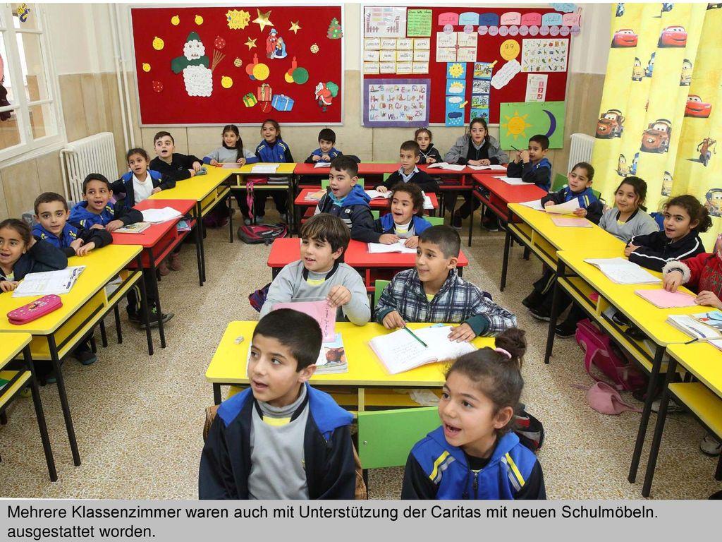 Mehrere Klassenzimmer waren auch mit Unterstützung der Caritas mit neuen Schulmöbeln.